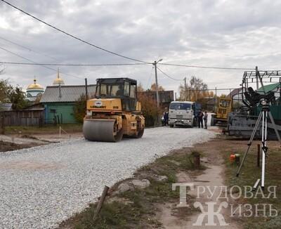На  Советской  строят  дорогу